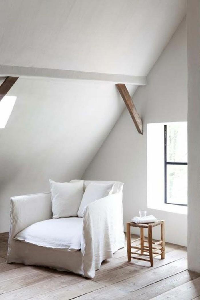 sessel-in-weiß-elegante-minimalistische-wohnung