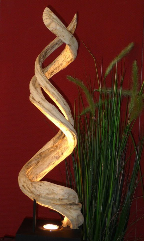 stehlampe-aus-holz-originelles-design