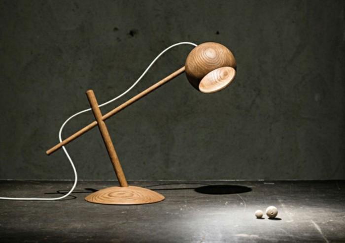 stehlampe-aus-holz-sehr-moderne-gestaltung