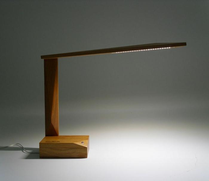stehlampe-aus-holz-super-schöne-gestaltung