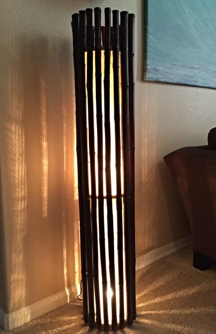 stehlampe-aus-holz-wunderschönes-design