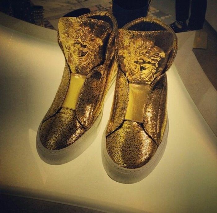 versace-schuhe-goldene-farbe