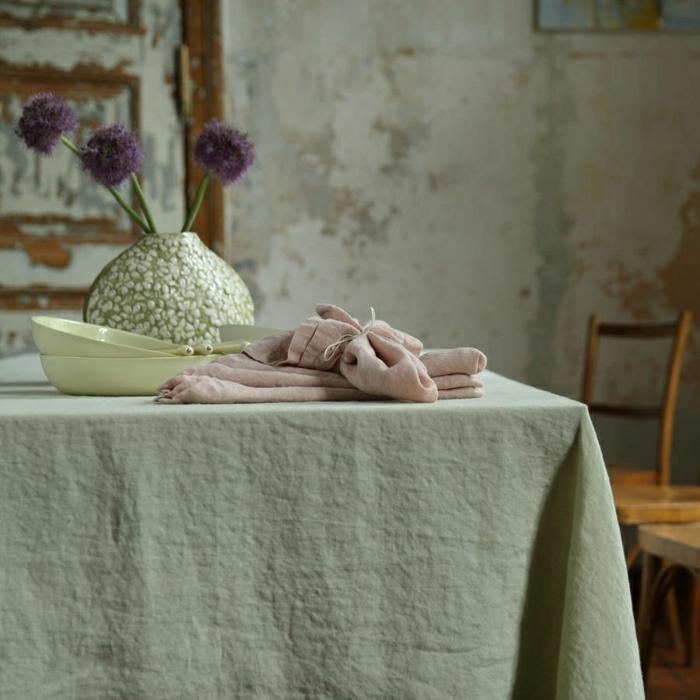 vintage-Einrichtung-Tischdecke-Leinen-interessante-Vase-Geschirr