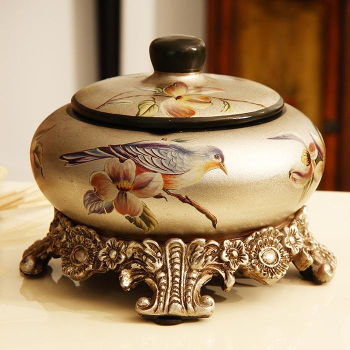 vintage-accessoires-aschenbecher-dekoriert