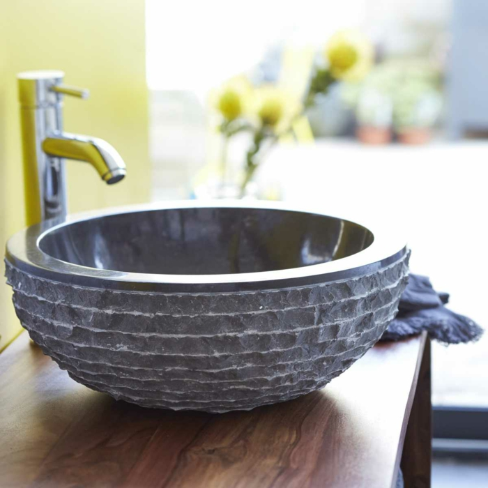 waschbecken-aus-stein-rundes-modell