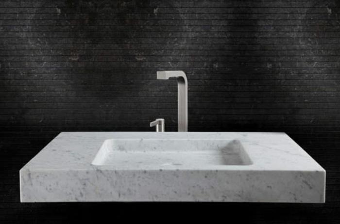 waschbecken-aus-stein-weißer-schwarzer-hintergrund