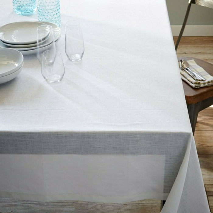 weiße-Tischdecke-Leinen-belgisches-Design-Geschirr-Gläser