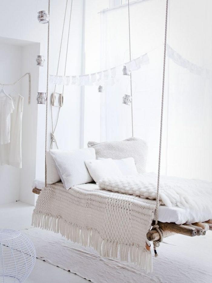 weiße-betten-hängendes-modell