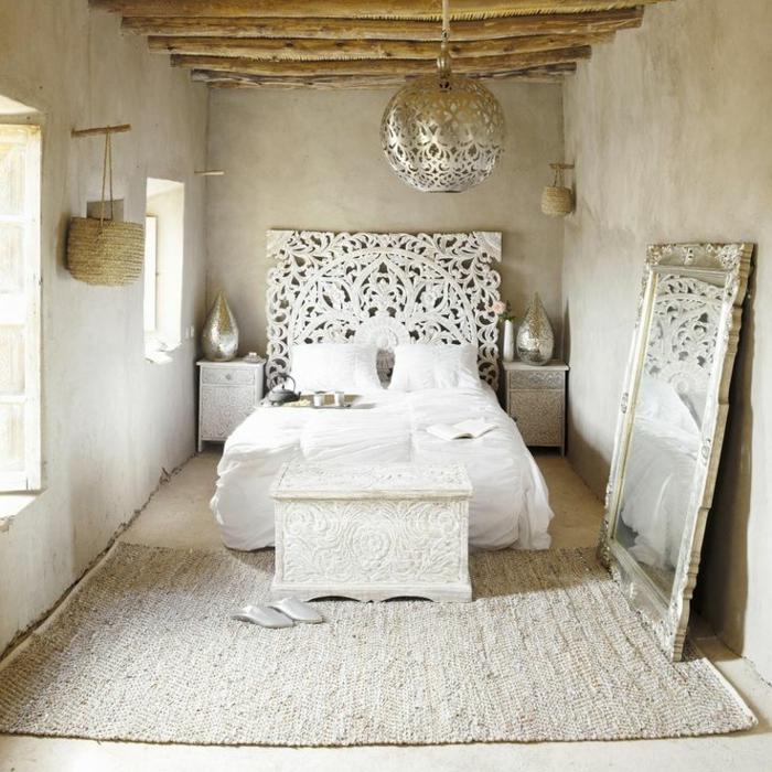 weiße-betten-interessantes-schlafzimmer