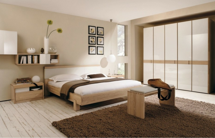 weiße-betten-sehr-interessantes-schlafzimmer