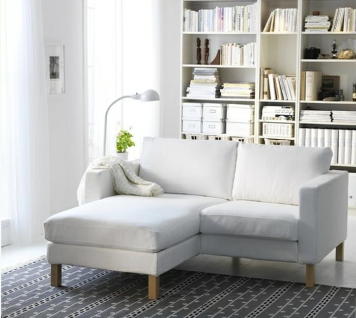 weiße-funktionelle-Couch-schlafsofa-klein-praktisch
