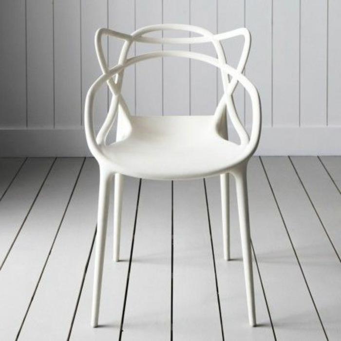 weißer-Stuhl-interessantes-Design