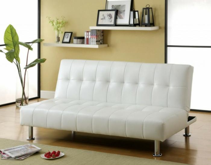 weißes-Leder-Sofa-feines-Design-Pflanzen-Fotos