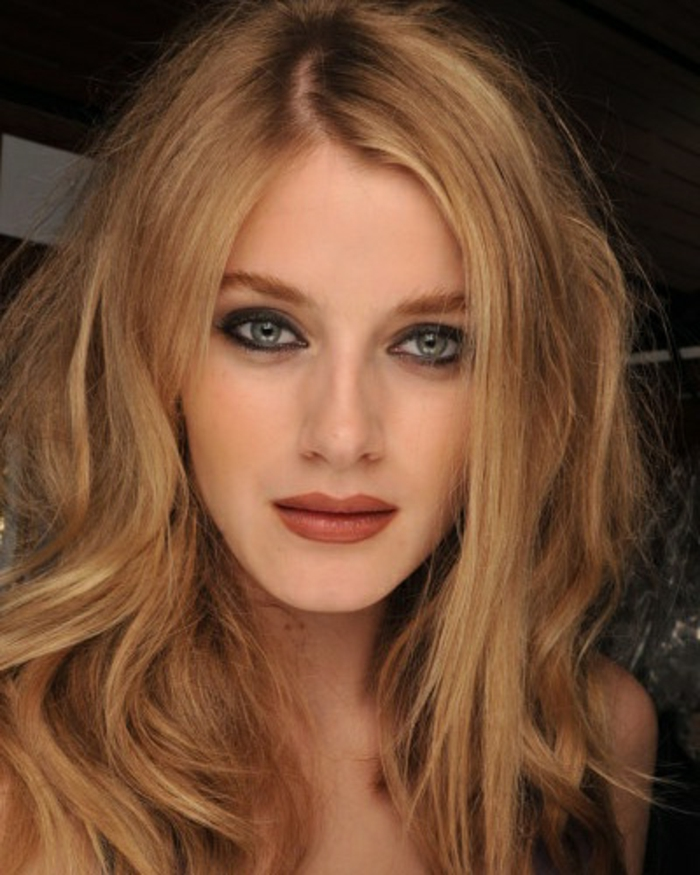 wunderschöne-blonde-haare-helle-augen
