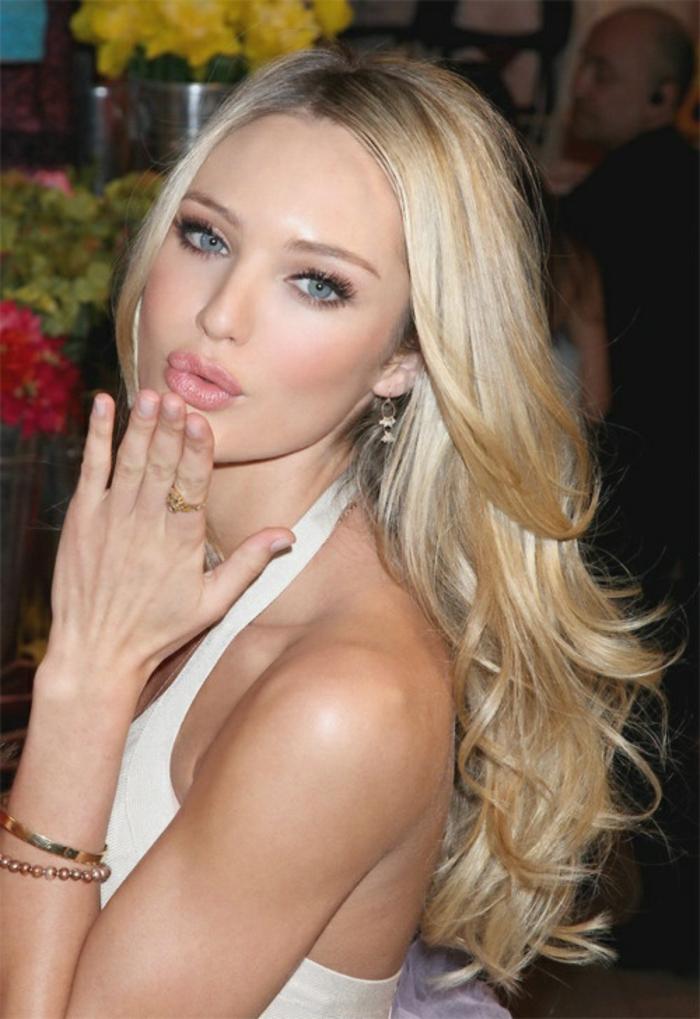 wundervolle-augen-und-blonde-haare