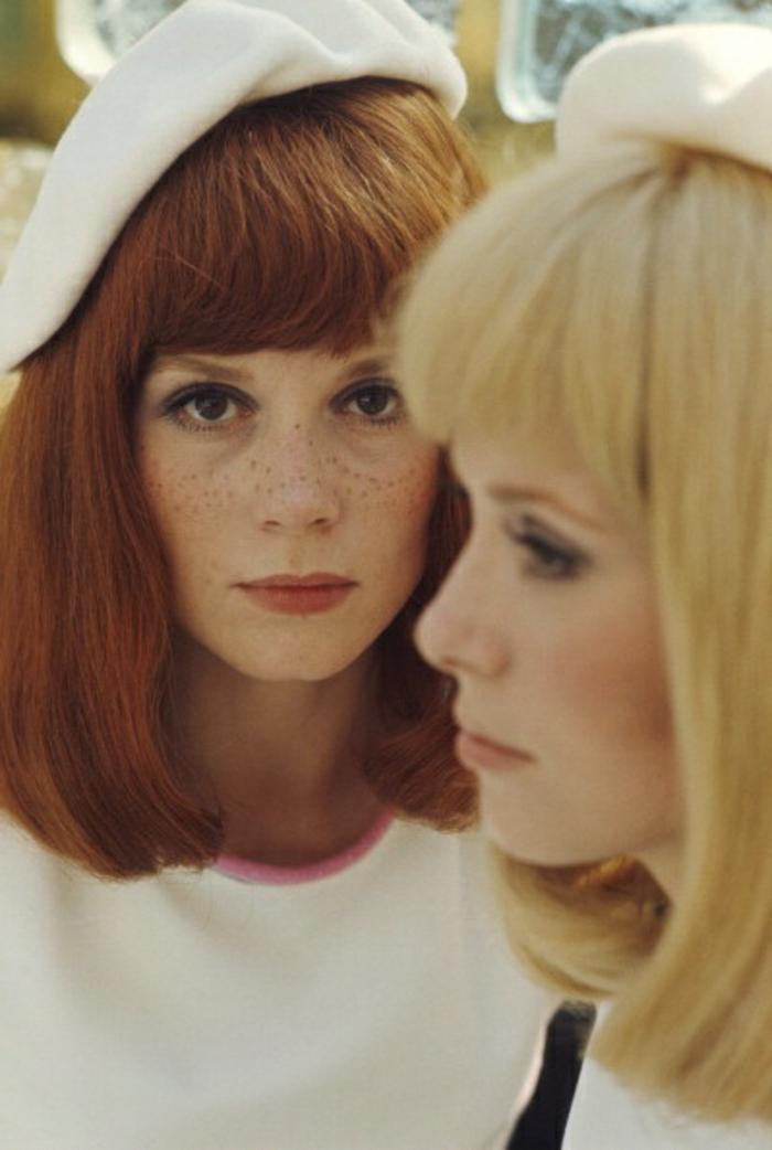 60er-Mode-retro-foto-Catherine-Deneuve-Françoise-Dorléac-Barette-Creme-Farbe-schick
