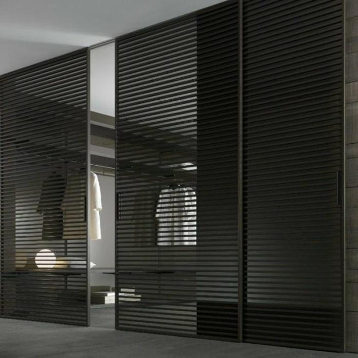 Ankleidezimmer-Leisten-Türen-schwarz-stilvoll-modern-schick