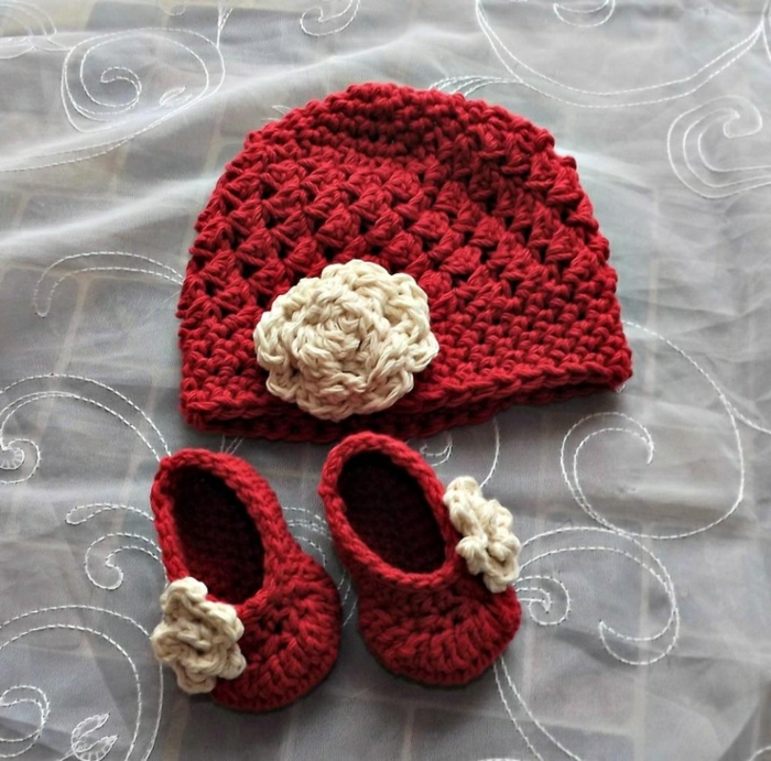 Baby-Set-rote-Farbe-gestricktes-Modell-Hut-Kinder-Hausschuhe