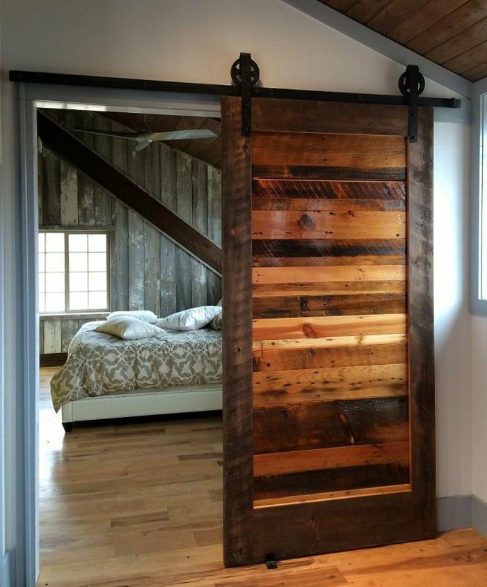 Schlafzimmer-Schiebetür-Holz-vintage-gemütlich