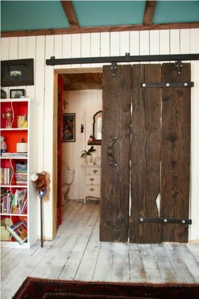 Badezimmer-shabby-chic-Stil-Tür-rustikal-Holz-Raumteiler