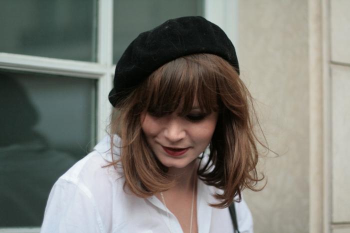 Barett-französischer-hut-schwarz-klassisches-Modell-Frau
