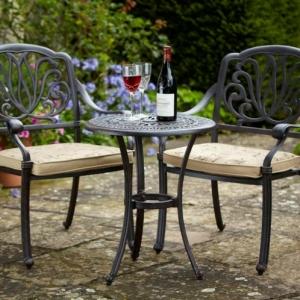 Traditioneller Bistrotisch - passend für jeden Garten