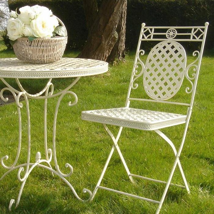 Bistro-tisch-mit-stühlen-aus-metall-weiß