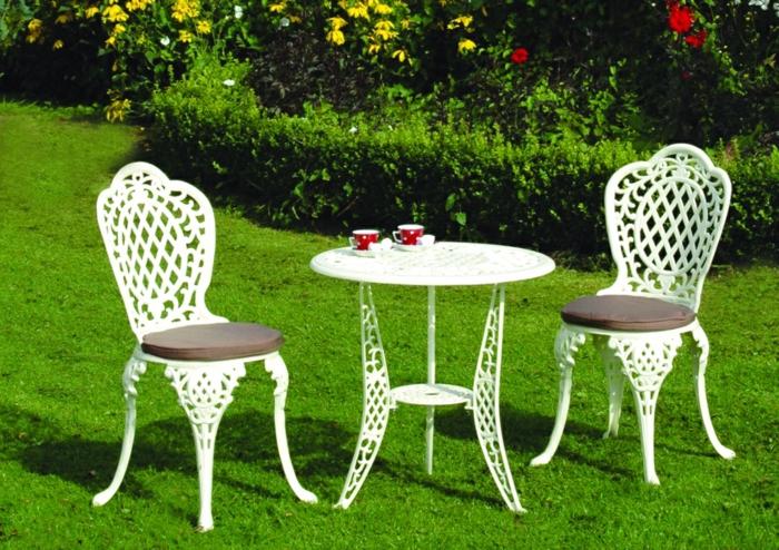 Bistro-tisch-mit-stühlen-exterieur-weiß-holz-sitz
