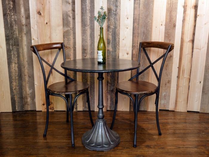 Bistro-tisch-mit-stühlen-interieur
