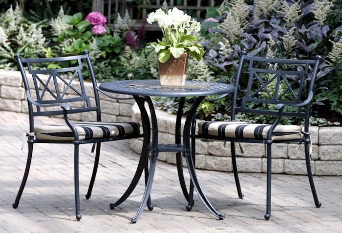 Bistro-tisch-mit-stühlen-isern-schwarz