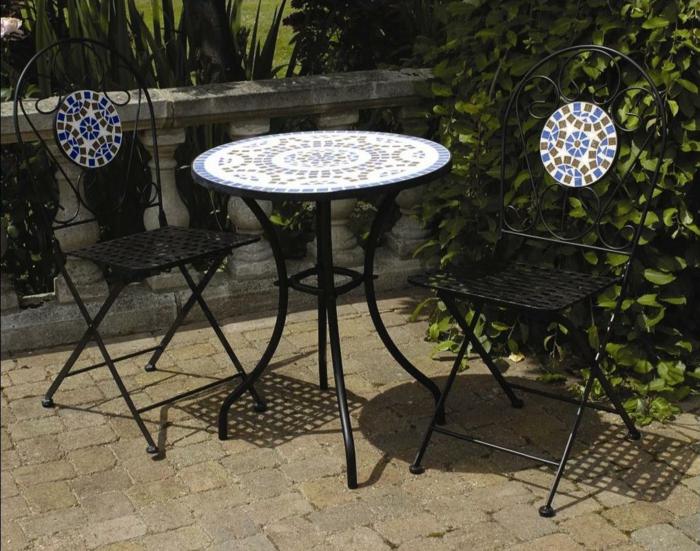Bistro-tisch-mit-stühlen-metall-und-mozaik
