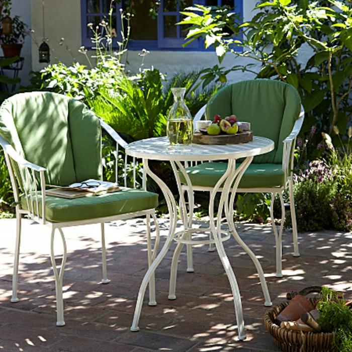Bistro-tisch-mit-stühlen-polster-sitz-grün