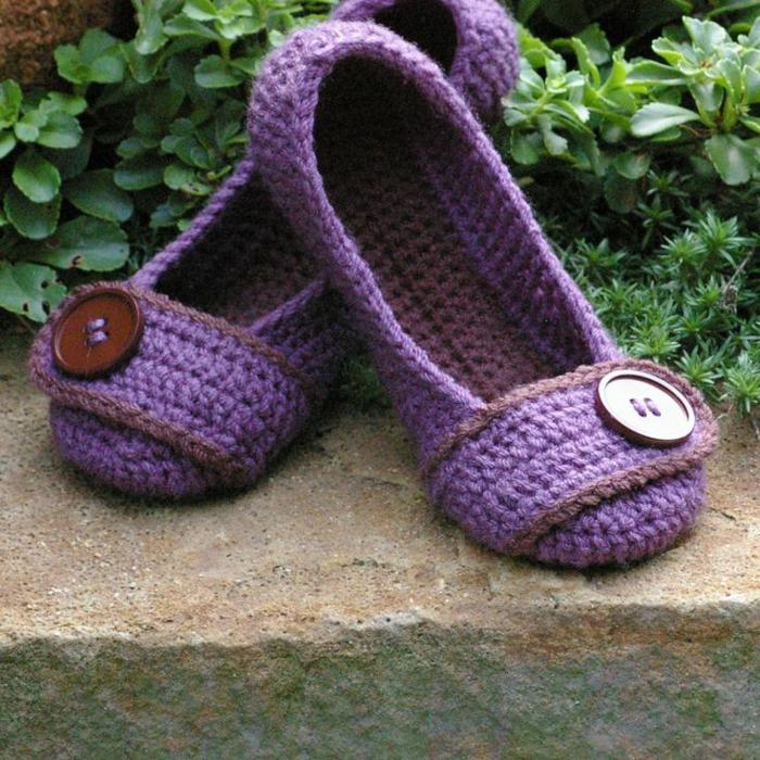 Crochet-handgemachte-Hausschuhe-Damen-lila-Farbe-Knopf-Dekoration