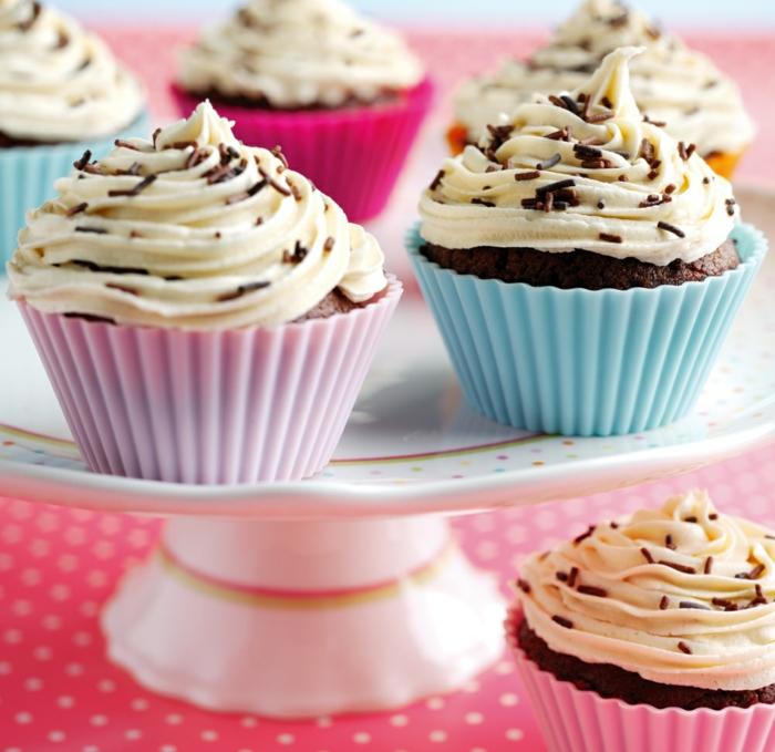 Cupcakes-Vaniille-Icing-Schokolade-Sprinkles