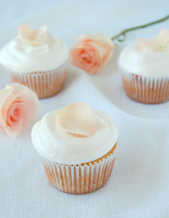Cupcakes-Vanille-Rosenwasser-weicher-Geschmack-kokettes-Aussehen