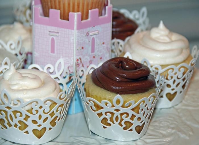 Cupcakes-aus-Vanille-Schokolade-Creme
