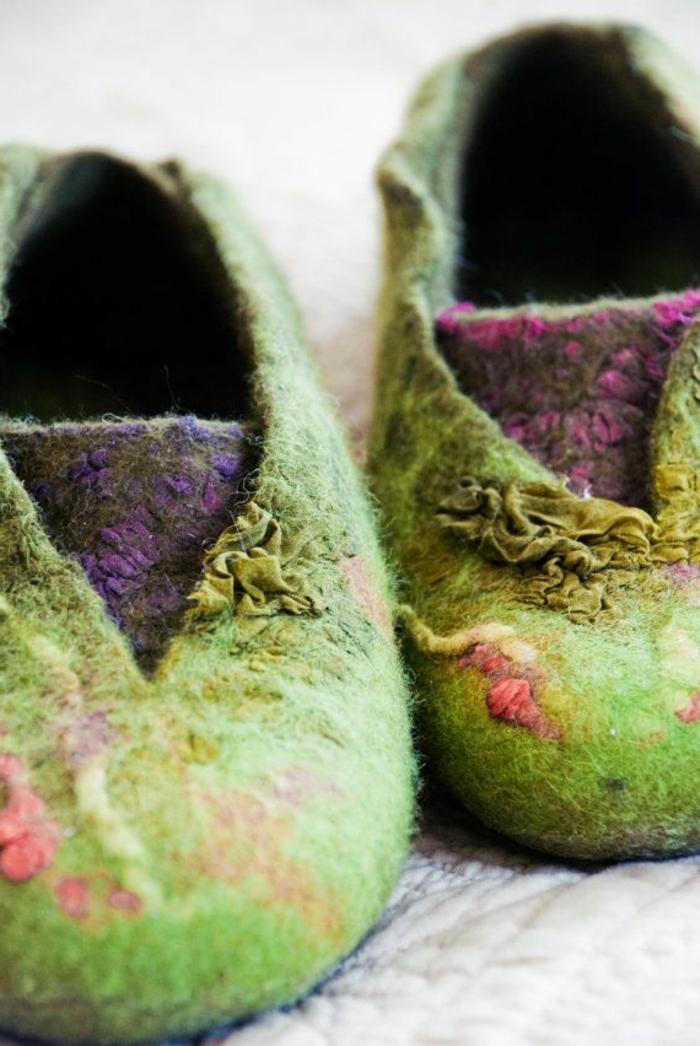 Damen-Hausschuhe-verfilzte-Wolle-handgemacht-grün-lila-Farbe
