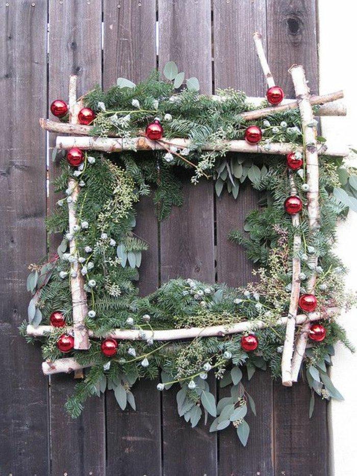 Dekoration-aus-Holz-weihnachtliche-Deko-Kranz-Tannenzweige
