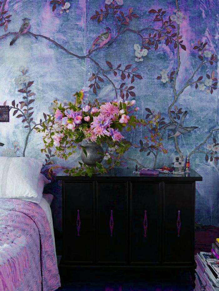 wunderschöne-Tapeten-florale-Motive-lila-Nuancen-Vögel-Dekoration