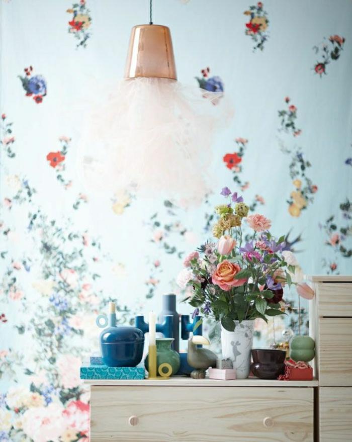 Designer-Tapeten-romantisches-Muster-schöne-florale-Motive-schlichtes-Interieur