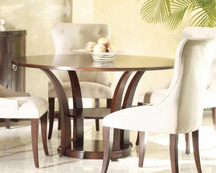 Esstisch-rund-Holz-beige-Stühle-elegant-beige-Früchte