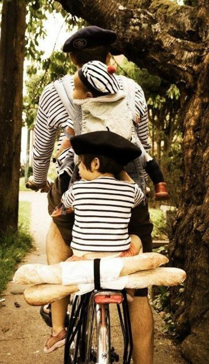 Fahrrad-Spaziergang-Vater-zwei-Jungen-Barette-französische-Stimmung