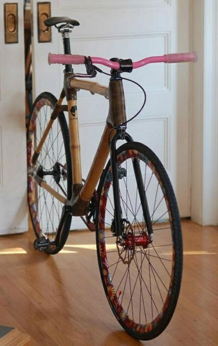 Fahrrad-für-Mädchen-rosa-Akzente-florale-Motive-Bambus-Rahmen