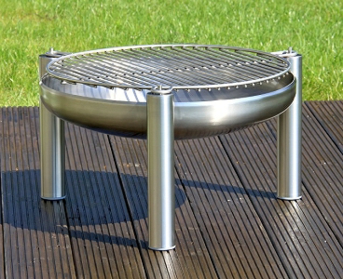 Feuerschale-mit-Grill-aluminium-holz-bodenbelag
