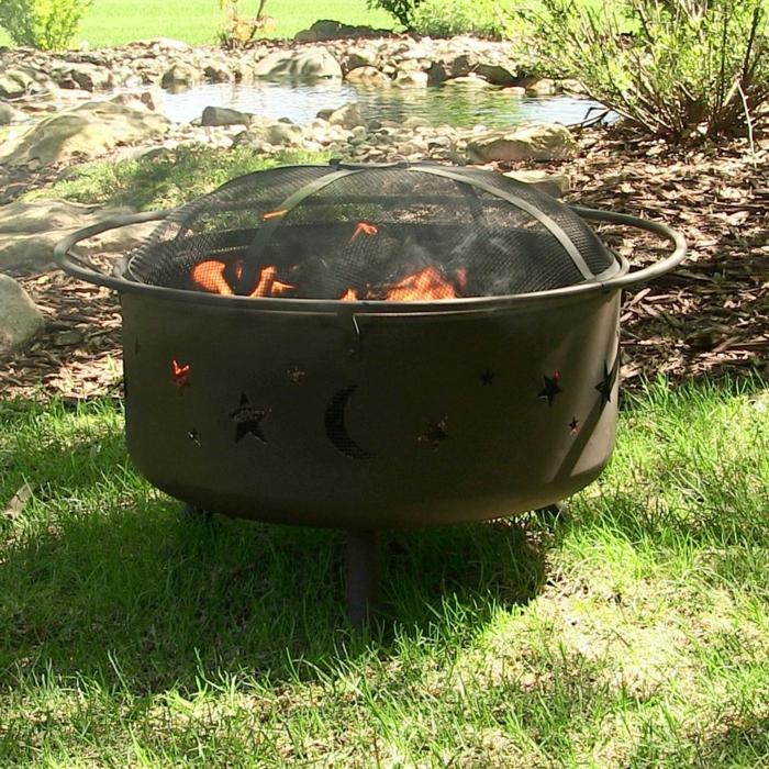 Feuerschale-mit-Grill-draußen