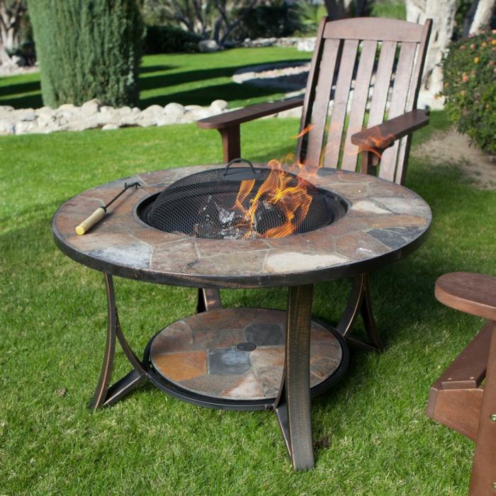 Feuerschale-mit-Grill-mozaik-stühle-aus-holz