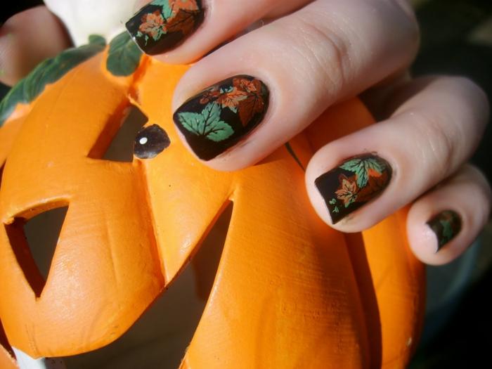 Halloween-Ideen-für-Maniküre--kürbiss-herbst-blätter