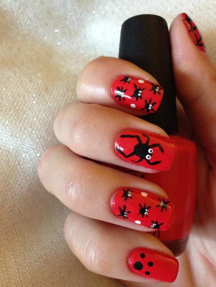Halloween-Ideen-für-Maniküre--rote-nageln-groß-und-klein-spinne