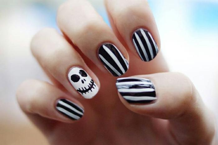 Halloween-Ideen-für-Maniküre-schwarz-weiß-streife