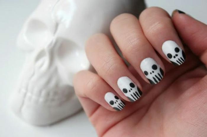 Halloween-Ideen-für-Maniküre-weiß-und-skelett
